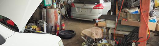 自動車解体作業員